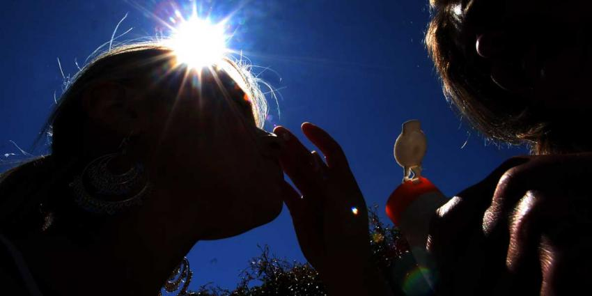 Foto van zonnebrand smeren | Archief EHF