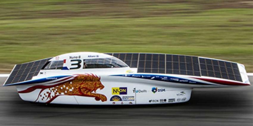 Zonneauto TU Delft behaalt 3e plek op 1e racedag Australië