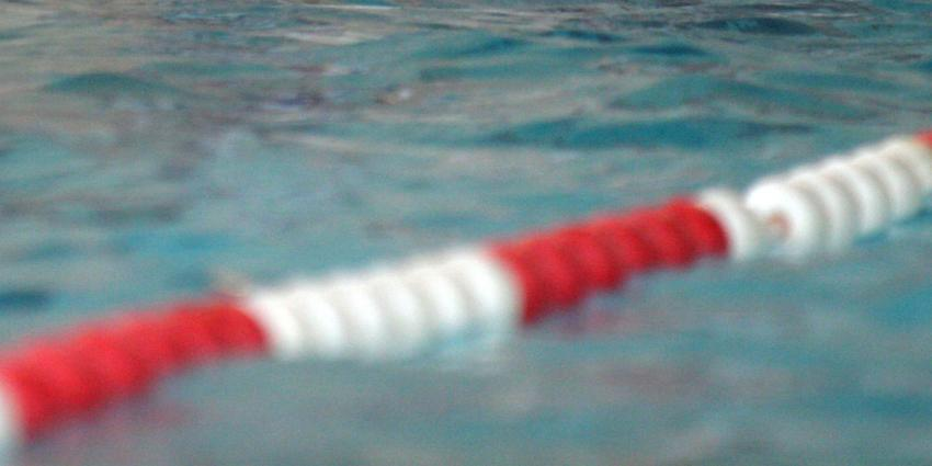 Vrouw dood aangetroffen op bodem van zwembad