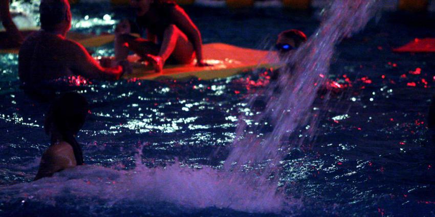 zwembad-donker-disco
