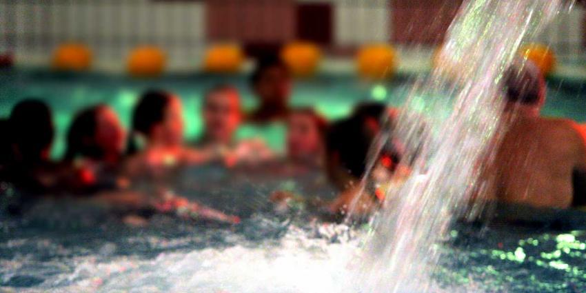 Agressieve en spugende Belg in zwembad aangehouden