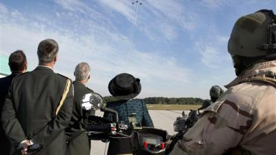 Fly-by f16's voor prinses Beatrix | Min. Defensie