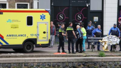 Foto van ambulance en hulpverleners