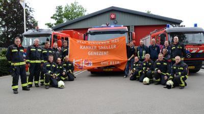 Foto van brandweer wast ramen voor goed doel   M.Druppers en R.Koene   www.112inhetnieuws.nl