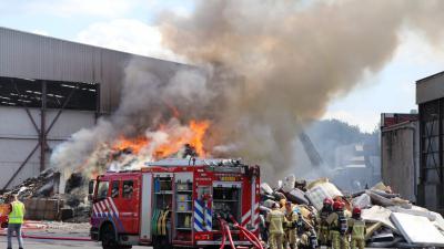 Foto van brand bij recyclebedrijf