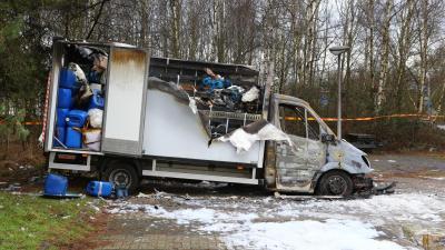Bestelwagen met drugsafval in brand op carpoolplaats in Best