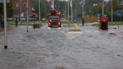 Foto van overlast door hevige regenval   Flashphoto   www.flashphoto.nl