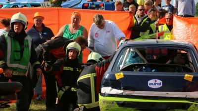 Foto van gewonde bij autocross | Van  Oostmedia | www.vanoostmedia.nl