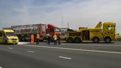 A4 deels dicht na botsing vrachtwagens