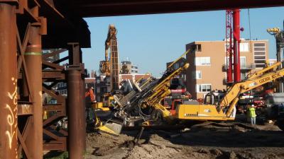 Boormachine zakt weg bij bouwwerkzaamheden in Groningen
