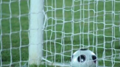 Foto van bal in doel | Archief FBF.nl