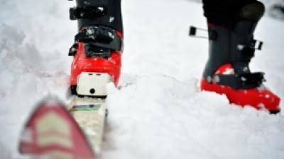 Foto van skies in de sneeuw | Archief FBF.nl