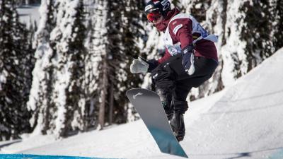 Snowboarder Vos aan de start bij het WK Snowboarden