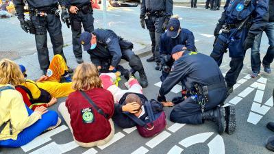 Politie begonnen met ontruimen Europaboulevard