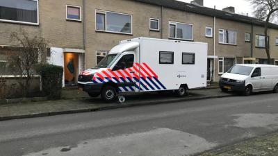 Politie doet onderzoek in woning