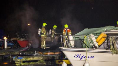 Brand verwoest boot in Vlaardingen