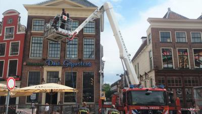 Brandweer onderzoekt brand op dak Drie Gezusters