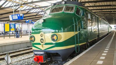 Historische treinen over de Hoekse Lijn
