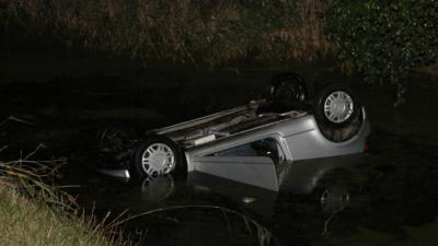 Foto van auto te water in Delfzijl | MV Blik op Nieuws