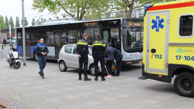 Foto van auto en bus