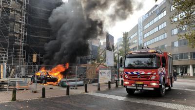 Auto volledig uitgebrand op bouwterrein Augustijnenkerk in Eindhoven