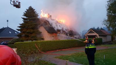 Uitslaande brand in woonboerderij