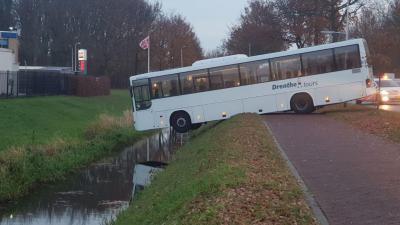 Een bus op het randje