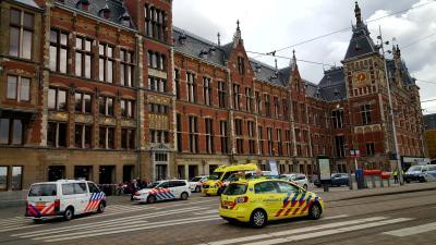amsterdam, centraal, station, steekpartij, neergeschoten, politie