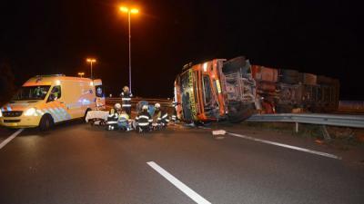 Foto van gekantelde  vrachtwagen | Aneo Koning | www.fotokoning.nl