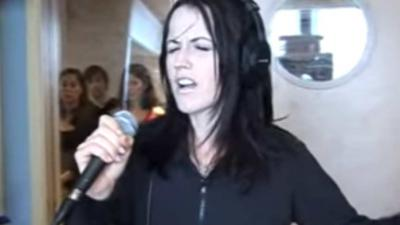 Zangeres Dolores O'Riordan (46) onverwacht overleden