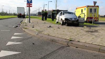 Gewonde na aanrijding auto met vrachtwagen