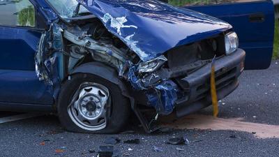 N279 bij Heeswijk-Dinther dicht na ongeval tussen vrachtwagen en personenauto