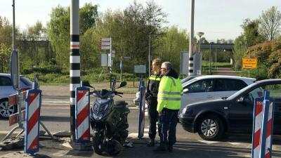 Aanrijding tussen auto en scooter