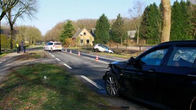 Automobiliste in sloot en gewond na botsing tegenligger Schoonloo