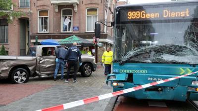 Ravage na aanrijding op de P.C. Hooftstraat in Amsterdam