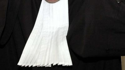 Advocaat smokkelde brieven naar Holleeder