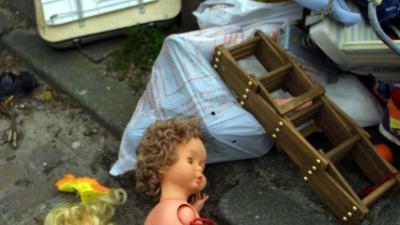 Meisje (7) dood in afvalcontainer gevonden