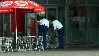 Foto van agenten bij Burger King   Archief EHF