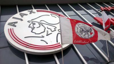 'KNVB en Ajax wisten van hartafwijking Nouri, familie heeft nog veel vragen'