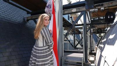 amalia-geslaagd-hijsen-vlag-schooltas