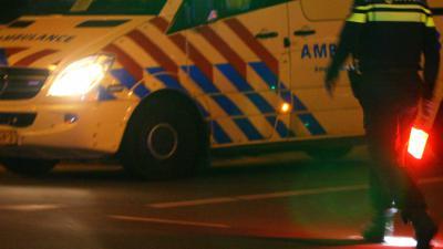 ambu-politieman-zaklamp-donker