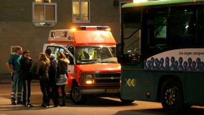 Fot ovan ambulance bij bus op station   Archief EHF