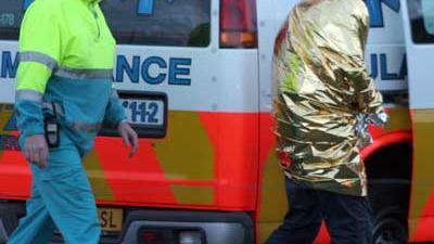 Fot ovan ambulance en onderkoelde man   Archief EHF
