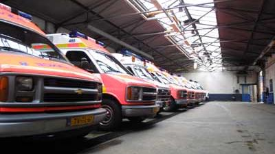 Foto van ambulances in garage | Archief EHF