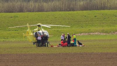 Foto van parachutist en traumaheli | Flashphoto | www.flashphoto.nl