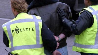 Foto van arrestatie verdachte door politie   Archief EHF