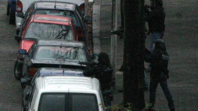 arrestatieteam-donker-autos