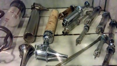 Foto van arts instrumenten spuit oor | Archief EHF