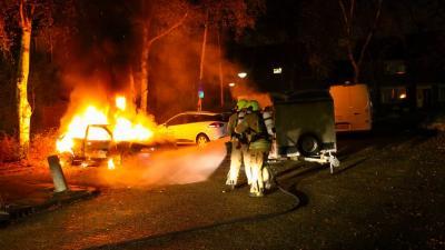 Personenauto door brand verwoes