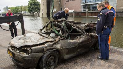 Fot ovan de opgedoken gestolen auto   Flashphoto   www.flashphoto.nl